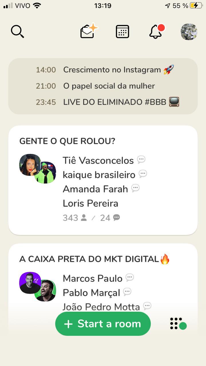 Print do aplicativo Clubhouse, mostrando as salas de conversa