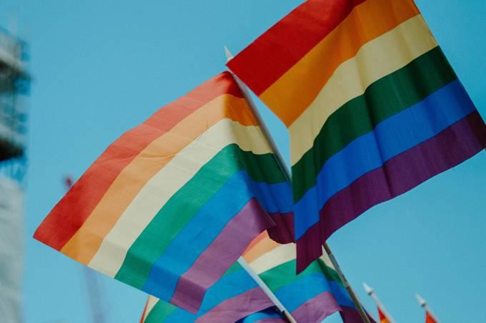 Grande pesquisa revela discriminações contra cientistas LGBT