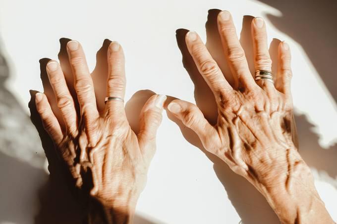 IA identifica pessoas pelo padrão de veias em suas mãos, como se fossem digitais
