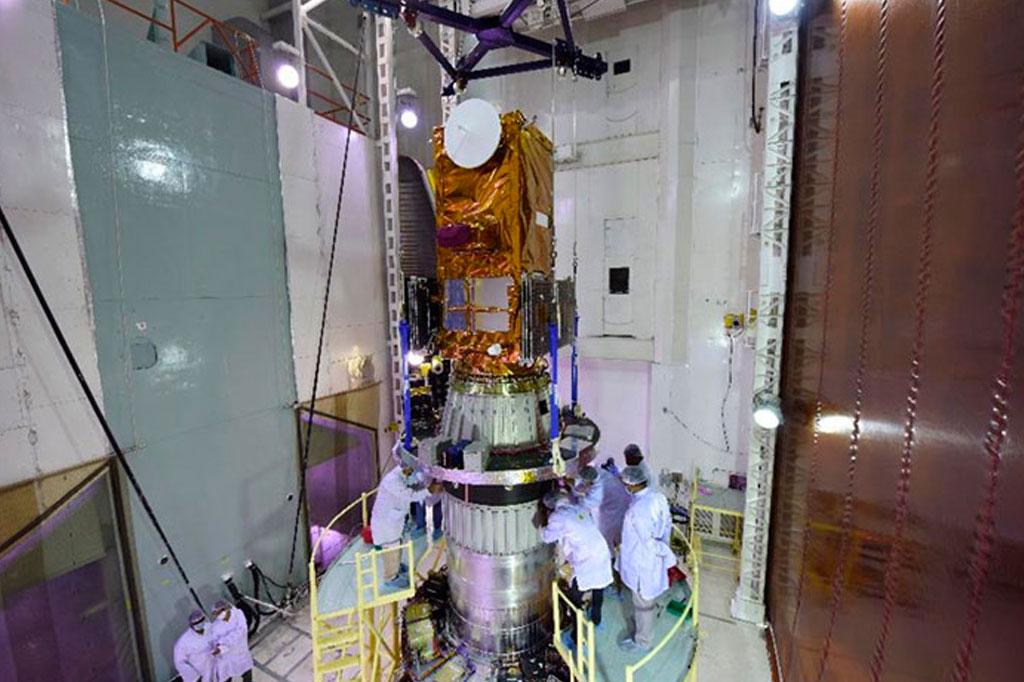 Amazonia 1 sendo integrado ao PSLV.