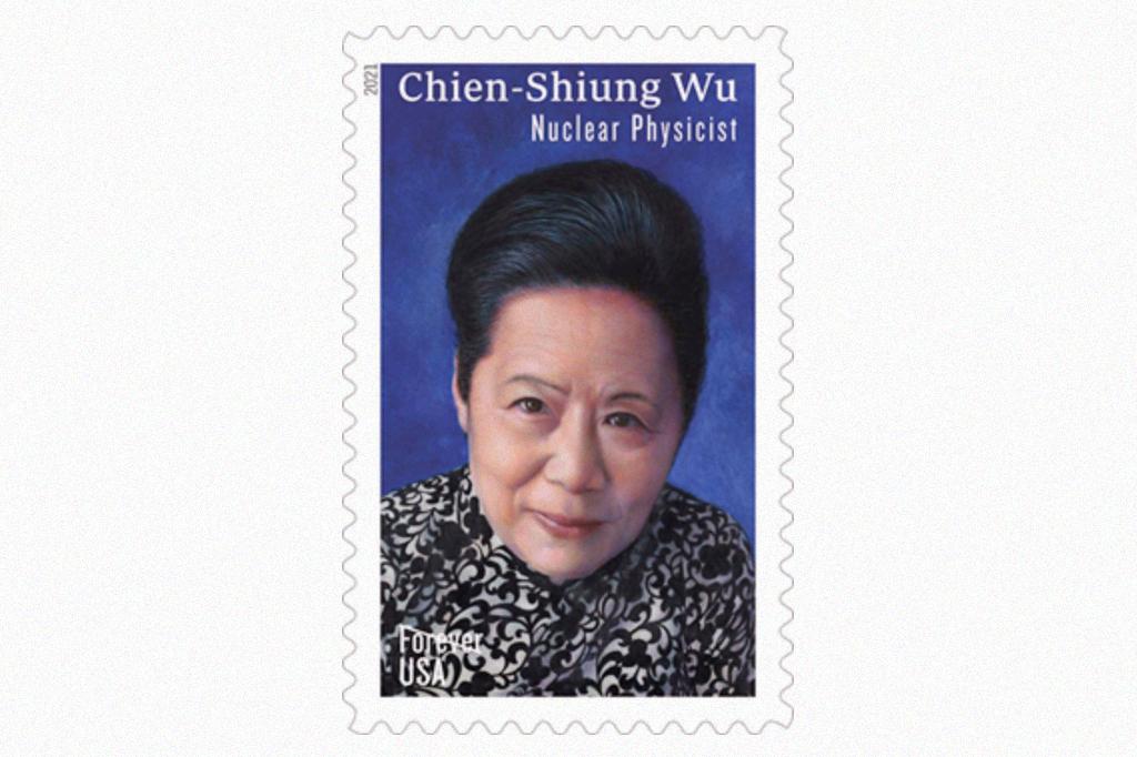 Selo postal com a foto de Chien-Shiung Wu, em um fundo azul.
