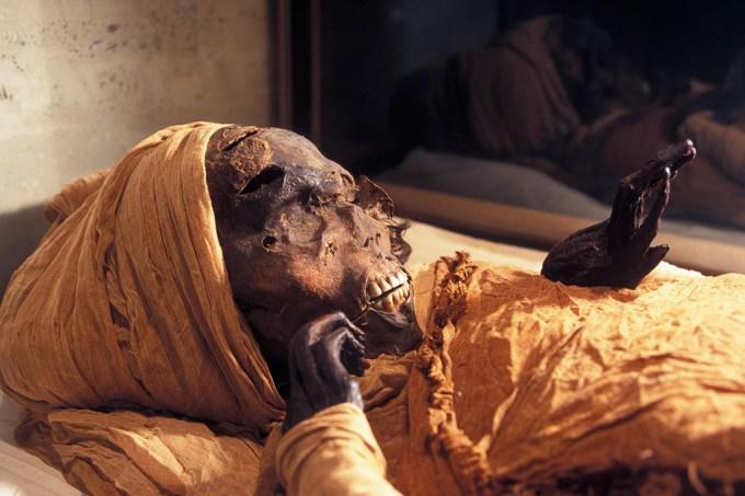 Morte brutal de importante faraó egípcio é revelada por imagens de tomografia
