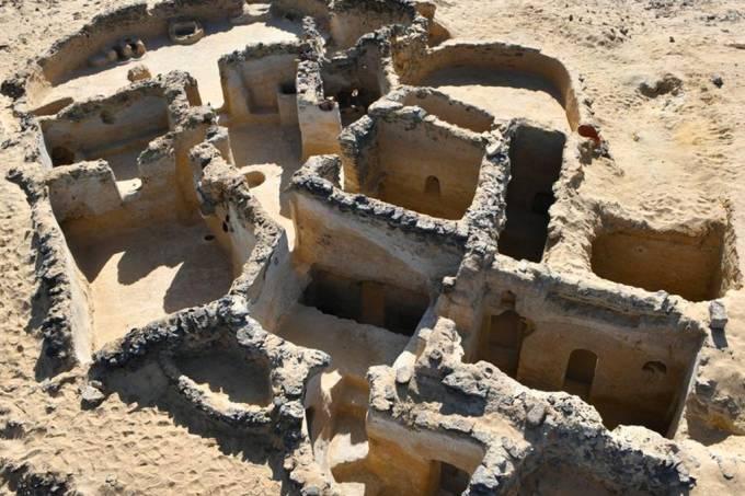 Arqueólogos descobrem vestígios da comunidade cristã primitiva no Egito