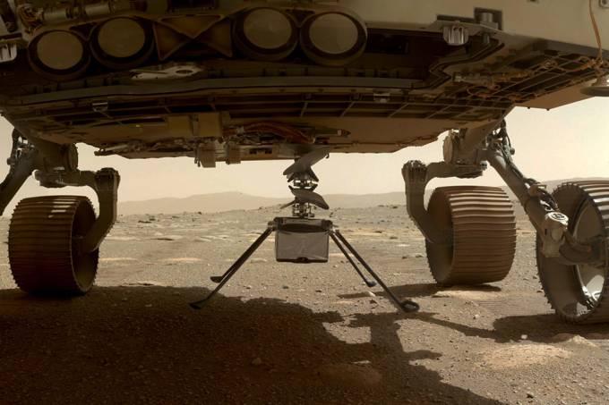 Helicóptero Ingenuity, da Nasa, toca no solo de Marte