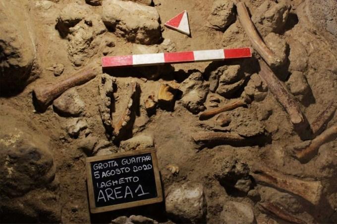 Arqueólogos-encontram-restos-de-nArqueólogos encontram restos de neandertais em caverna em Romaeandertais-em-caverna-em-Roma