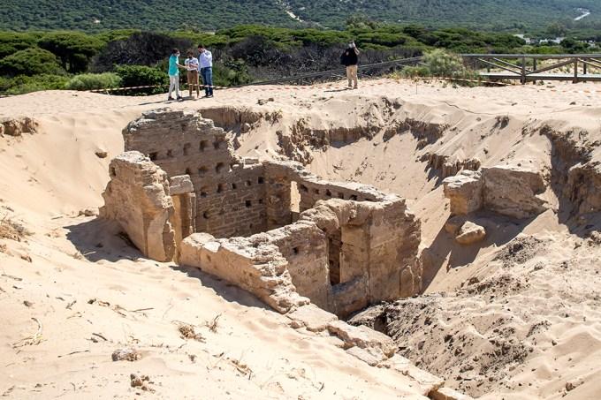 Banheiros romanos de 2 mil anos de idade são encontrados sob dunas de areia na Espanha