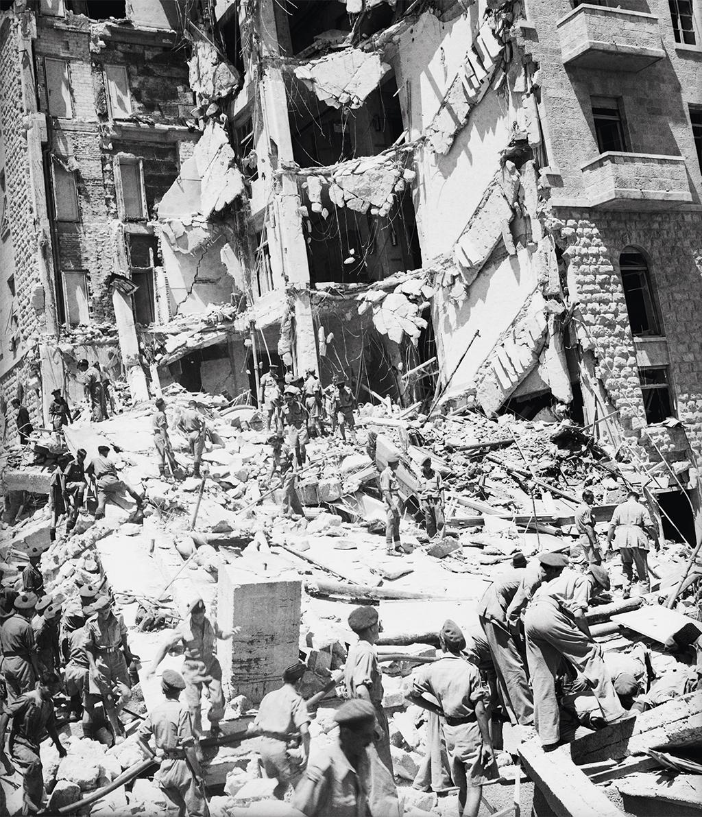 Atentado a bomba contra o Hotel King David, em Jerusalém, executado pelo grupo terrorista judeu Irgun, em 1946: 91 mortos, a maioria britânicos. Na imagem, a fachada do hotel destruído.