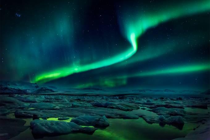 Cientistas confirmam o mecanismo por trás das auroras boreais replicando-o em laboratório