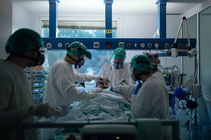 Homem ficou com o coronavírus no organismo por 218 dias