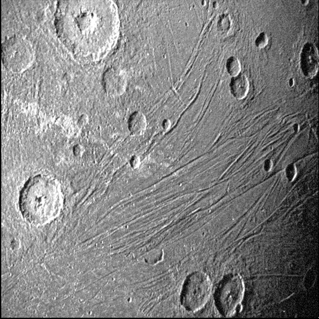 Primeiras imagens de Ganymede, a lua de Júpites feitas pela a espaçonave Juno.