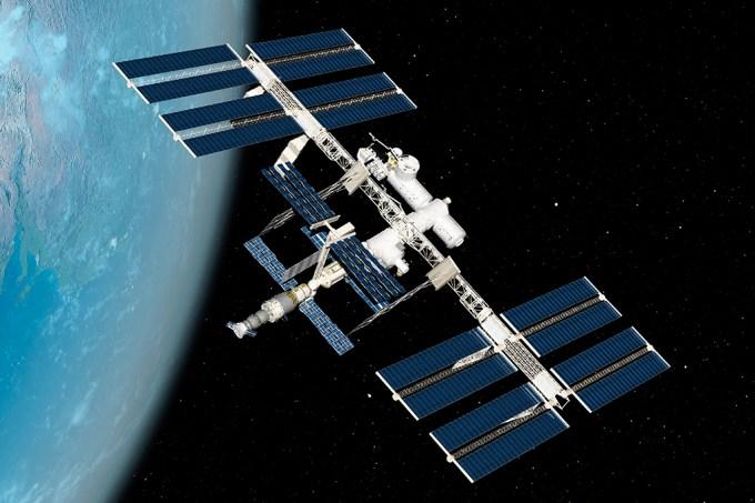 ISS é atingida por lixo espacial