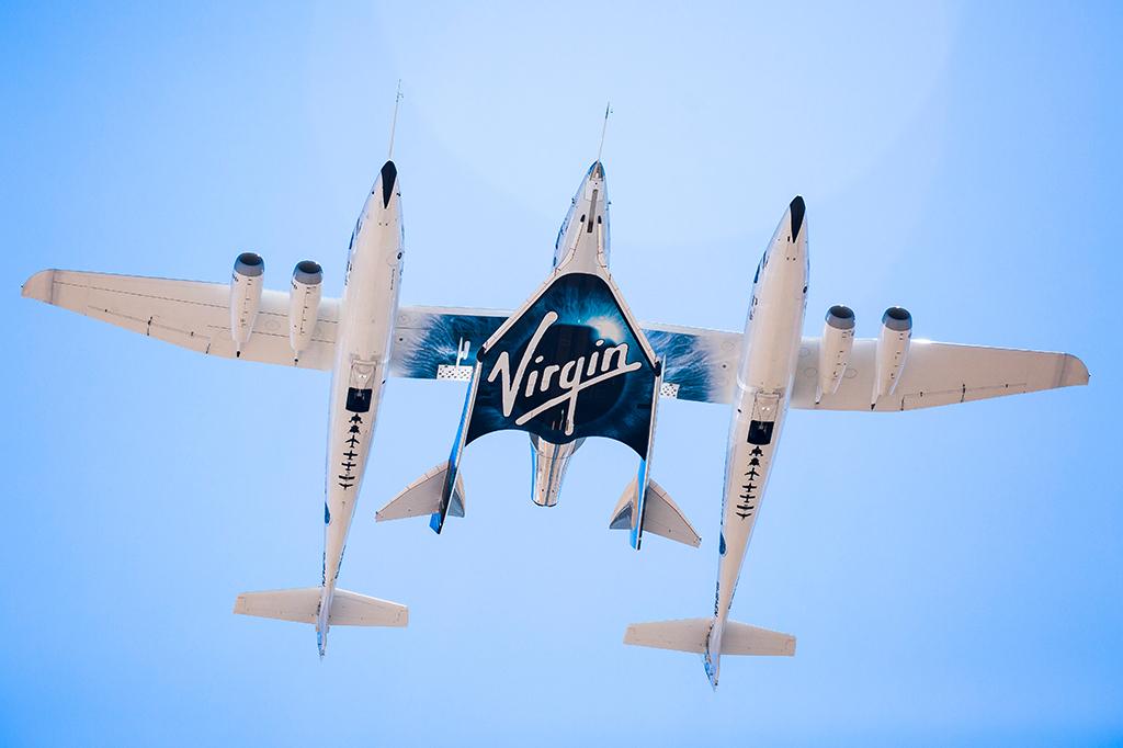 Foto do VSS Unity no céu.
