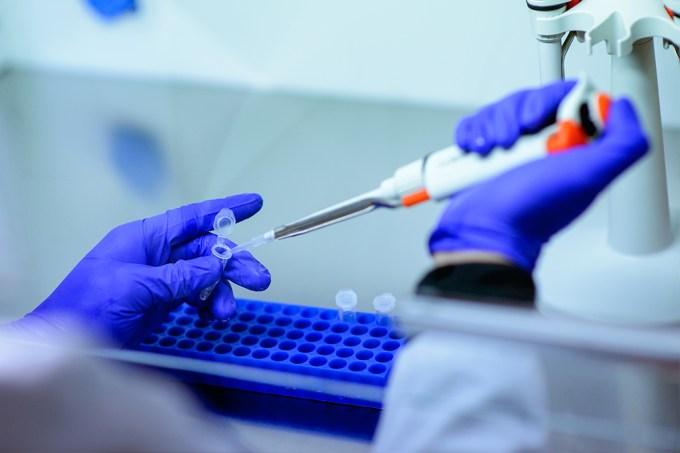 Em emails, cientistas que negaram a tese de vazamento do coronavírus admitiram que ela era possível 3