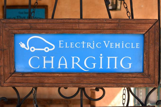 Electric vehicle battery charging station