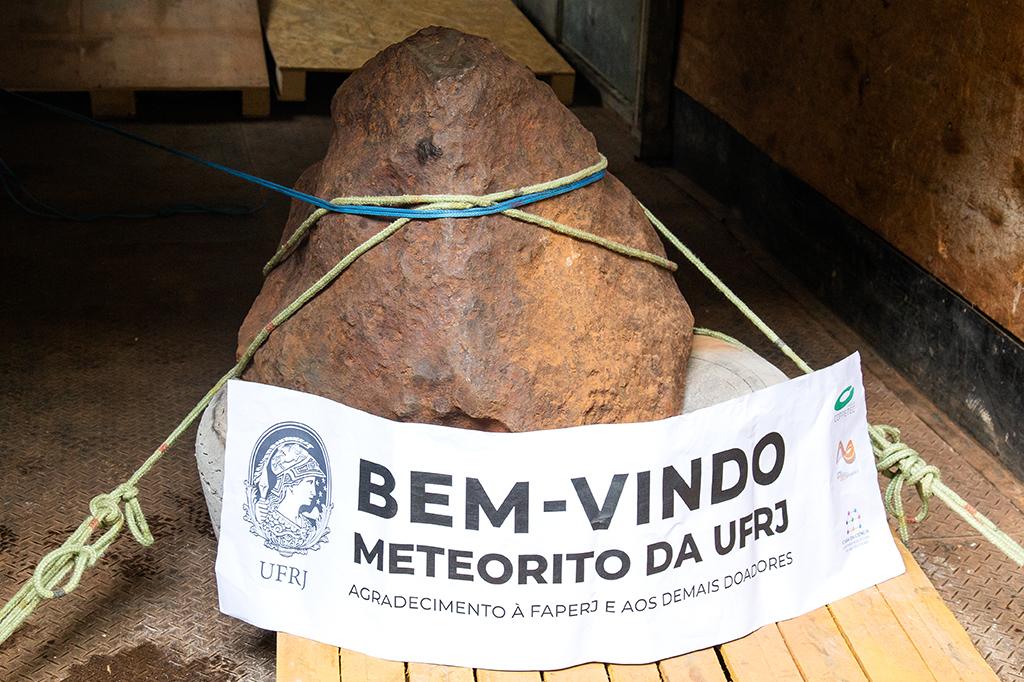 Meteorito chega à UFRJ