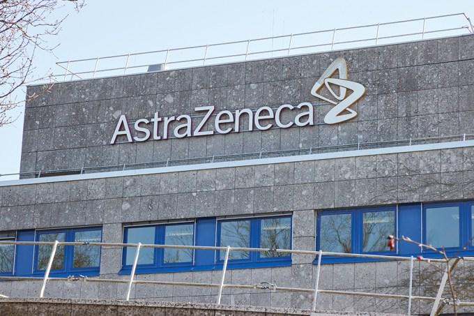 Remédio da AstraZeneca promete até 12 meses de proteção contra o coronavírus