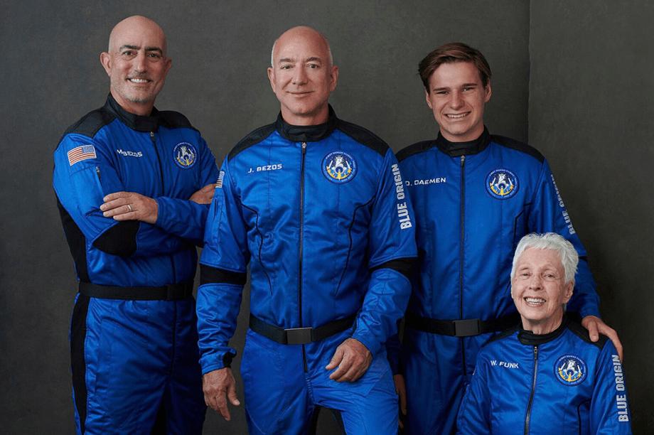 Jeff Bezos (julho de 2021): inaugurou seu foguete levando o irmão e as pessoas mais velha e mais jovem (18 anos e 82 anos) que já foram ao vácuo: 107 km de altitude, o que a FIA já considera espaço.